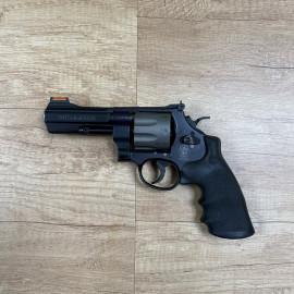 Revolver S & W Model 327 -...